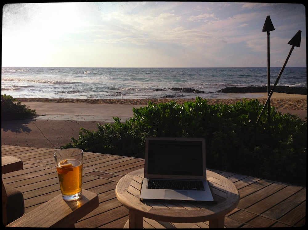 13 Kona Happy hour desk