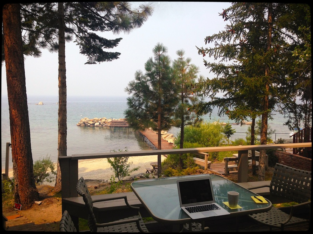 8 Lake Desk